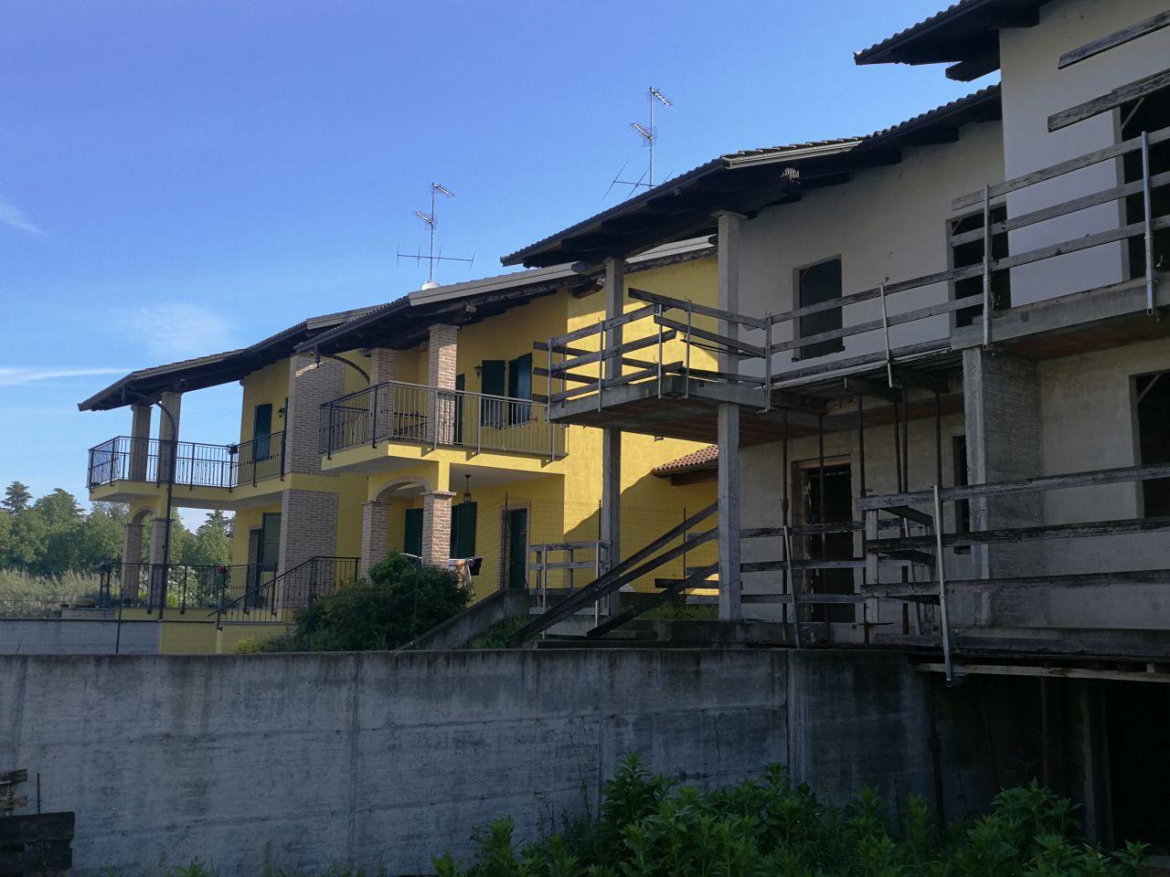 CASA INDIPENDENTE in VENDITA a CRESCENTINO